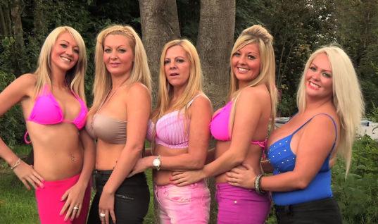 silicon sisters met borstvergrotingen