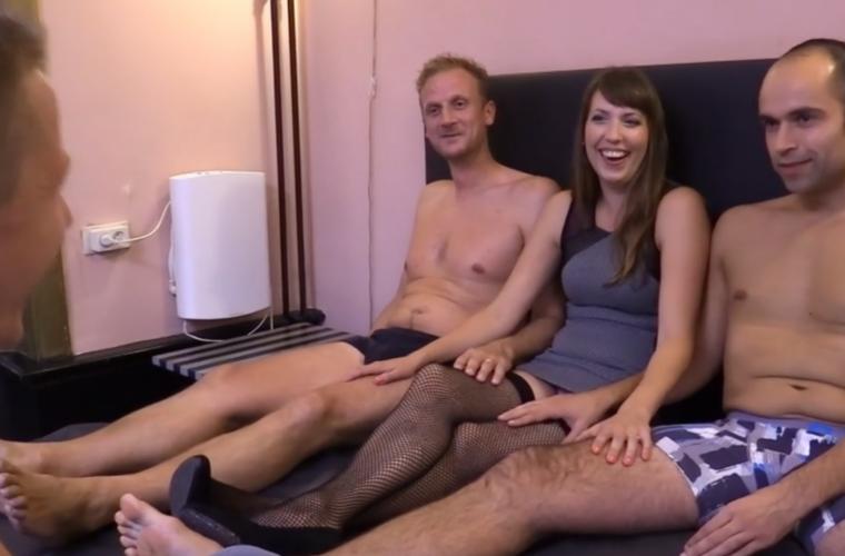 3 mannen 1 vrouw gratis spuitende vrouwen