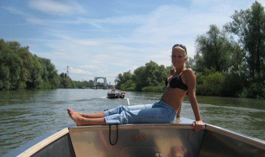 Gratis Fotoserie: Nathalie gaat de boot in (18+)